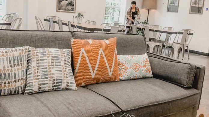 Tips-to-Clean-Your-Couch-in-Easy-and-Effective-Way-on-successtuff